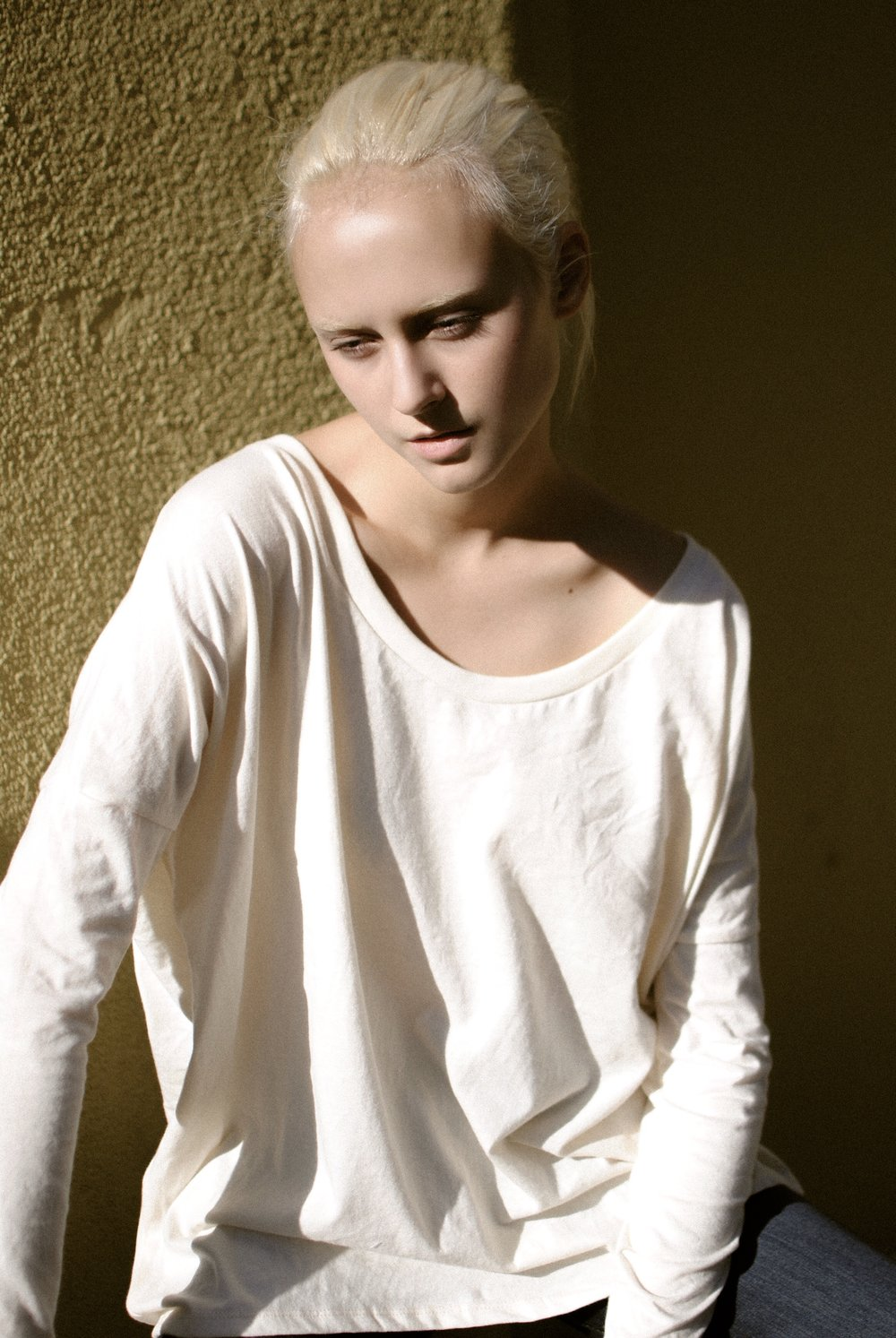 November 2016 photoshoot with Jenna Karan in California wearing the 100% organic cotton Blythe Long Sleeve in natural by Mainline. Photography by Mainline.
