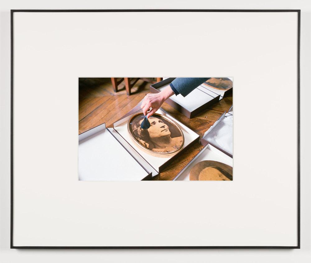 Die Ideale der Väter (Paris, France, March 12, 2013)    2014   Chromogenic print  13 1/2 x 20 inches   Art Handling, 2011–