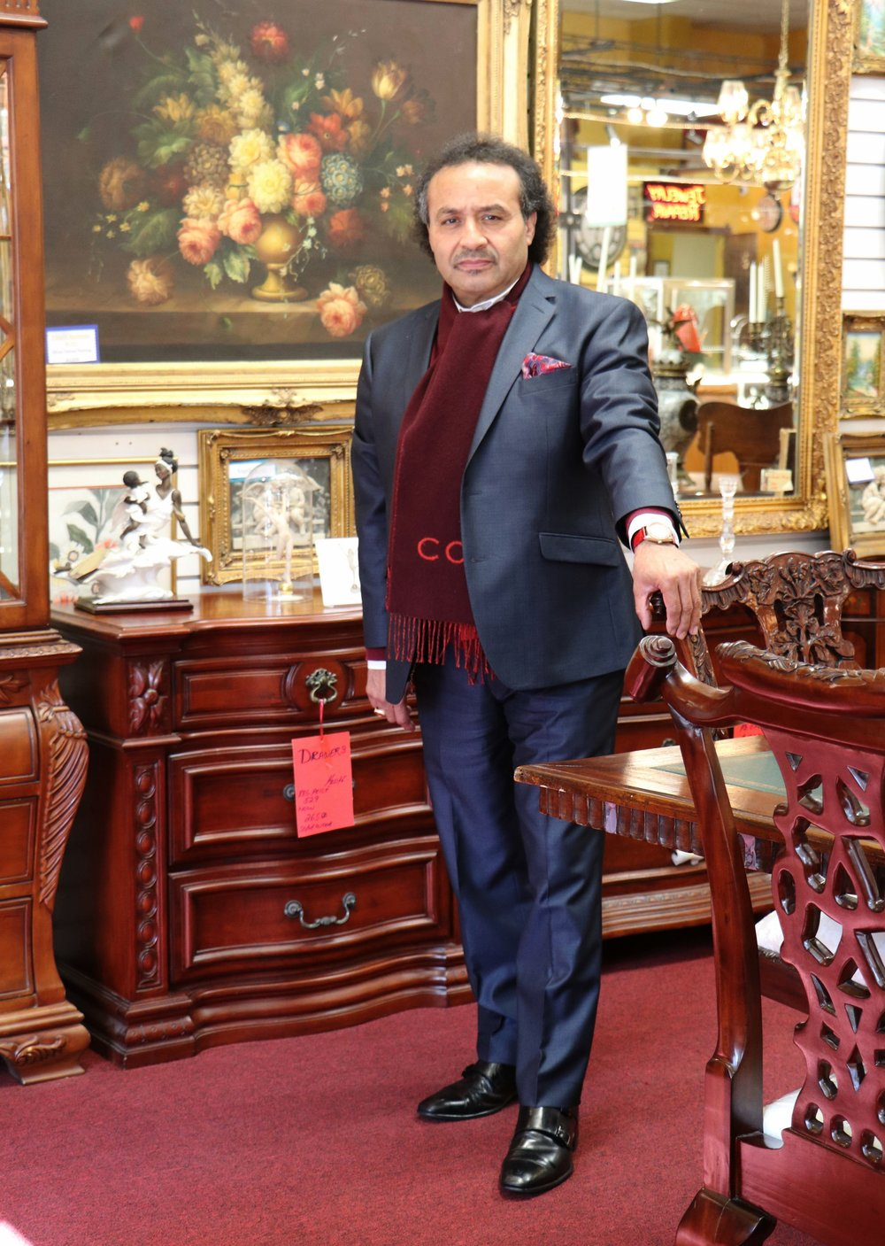 TONY DE LA TORRE    Onsite jeweler with 40 years of experience in the field of jewelry, watch, and diamond industry. Professional antique appraiser and self-made entrepreneur now manages and maintains all branches of the business.