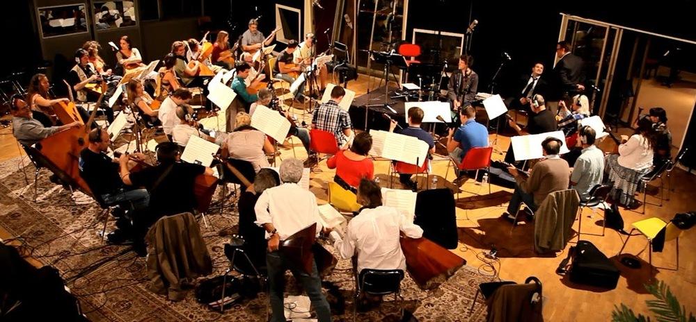 L'Orchestre Balalaïkas Saint-Georges est très heureux que le magnifique film de Wes Anderson, ait reçu autant de distinctions en 2014 et 2015. La dernière en date, l'Oscar de la meilleure musique, entre autres Oscars pour ce film, récompense le compositeur français Alexandre Desplat. Nous sommes particulièrement heureux d'avoir participé, avec nos balalaïkas, à l'enregistrement de la bande originale de ce film à Paris.