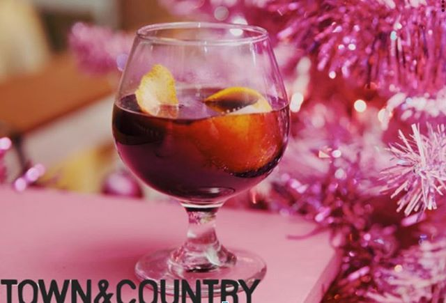 In need of a festive cocktail this weekend? @townandcountrymag lays out the best holiday pop-ups in NYC that are sure to get you in holiday spirit. Shout out to @moxytimessquare @mrpurplenyc @thelatelate @theroofny and @thevnyl - our top picks! Be sure to check-out the article in our bio.