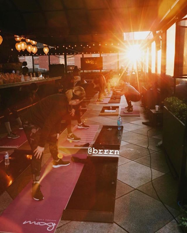 Wake up and feel the @brrrn at @moxytimessquare! Starting tomorrow morning, and every Thursday at 7:30am through the end of February, guests and locals alike can head up to @MagicHourNY to #SWEATAtMoxy with @brrrn, the first ever cool weather fitness experience! Email fitness@moxytimessquare.com to sign up for class!
