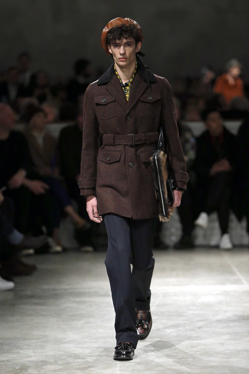 prada_look_26_2017_aw_mens.jpeg
