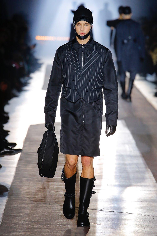 moschino_look_36_menswear_autumn_2018.jpeg