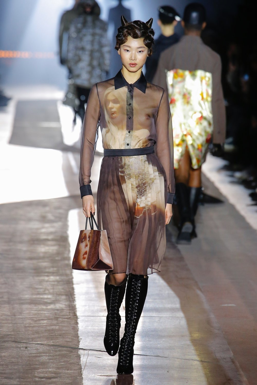 moschino_look_40_menswear_autumn_2018.jpeg