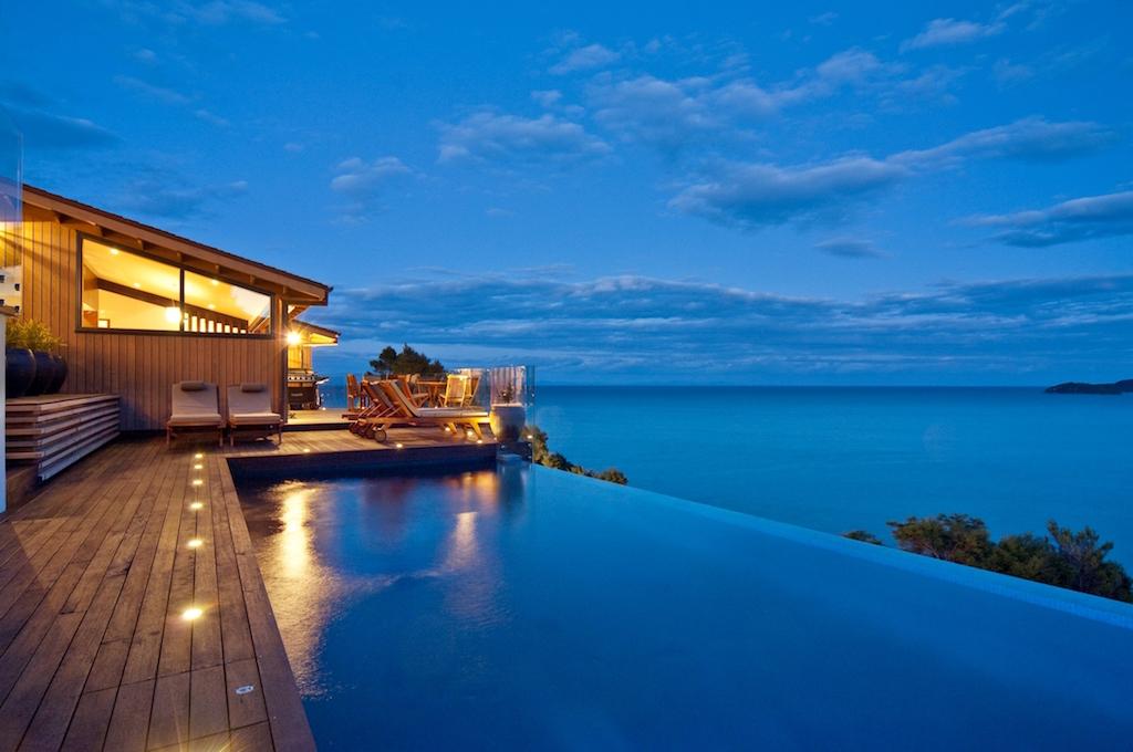 Luxury-accommodation-outdoor-pool