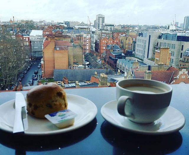 Breakfast avec vuueee 😀 #londonlife #breakfast #view #ptitdej #vivelavie