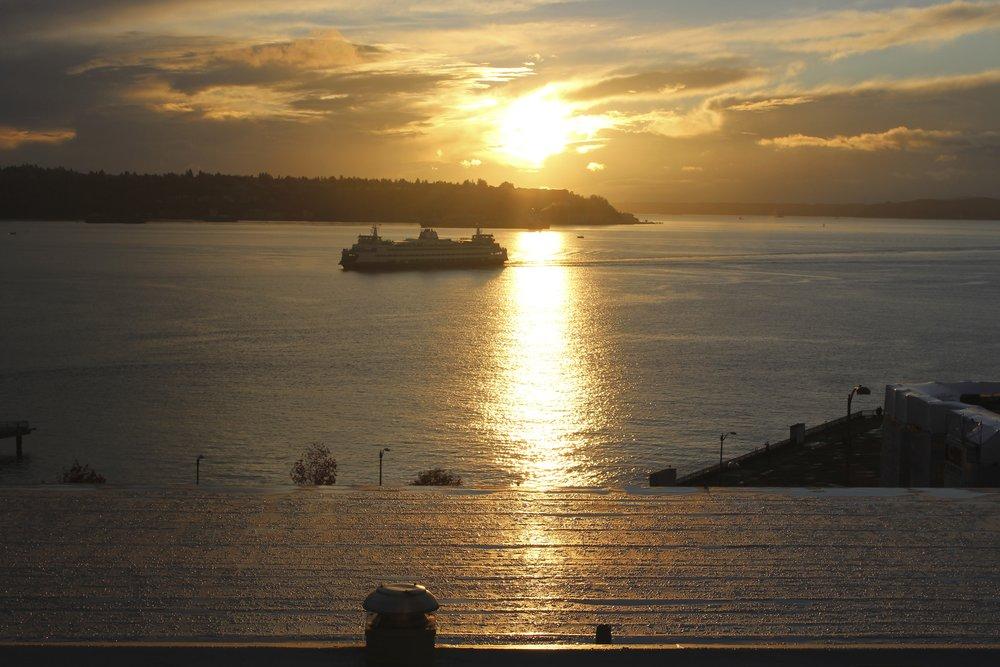 Coucher de Soleil enflammé sur l'eau @Seattle