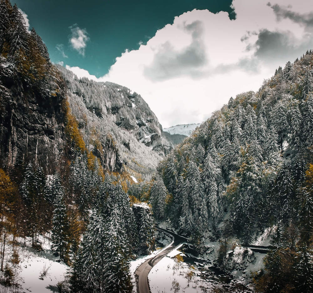 Luftaufnahme-Muotathal-Swissapse.jpg