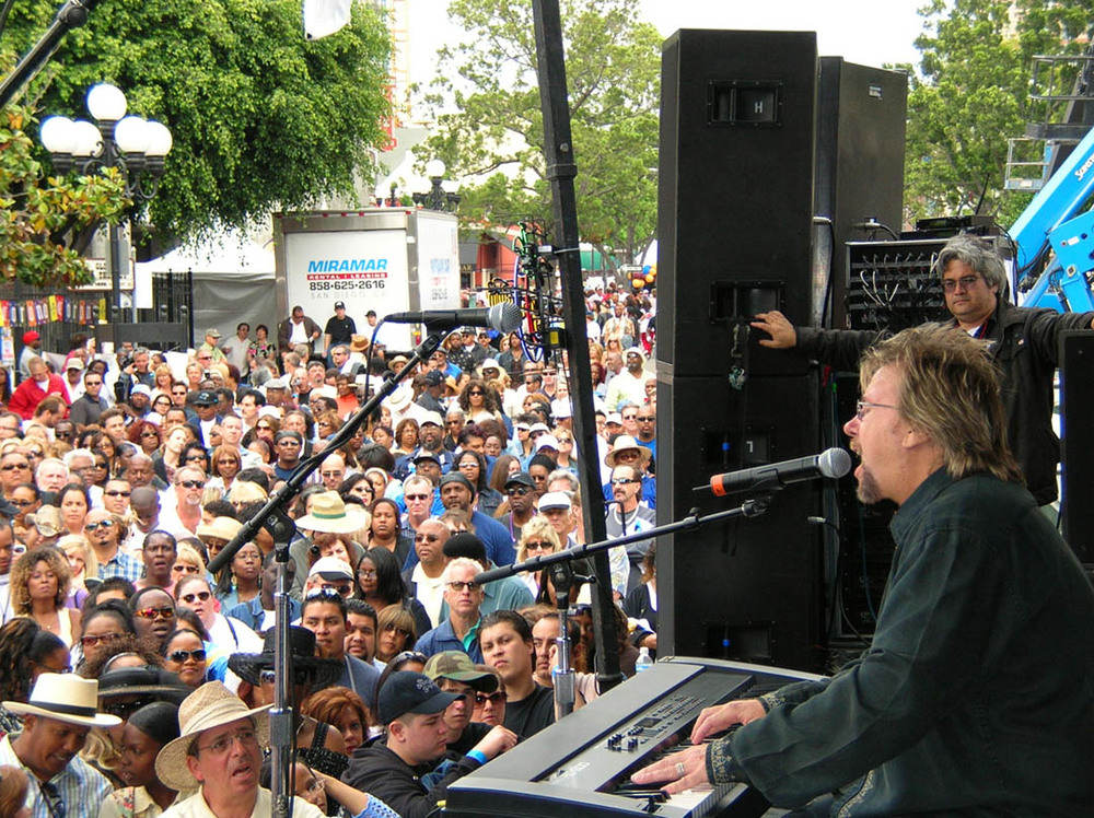 DP Performs San Diego Gaslamp  profile  May 06.jpg