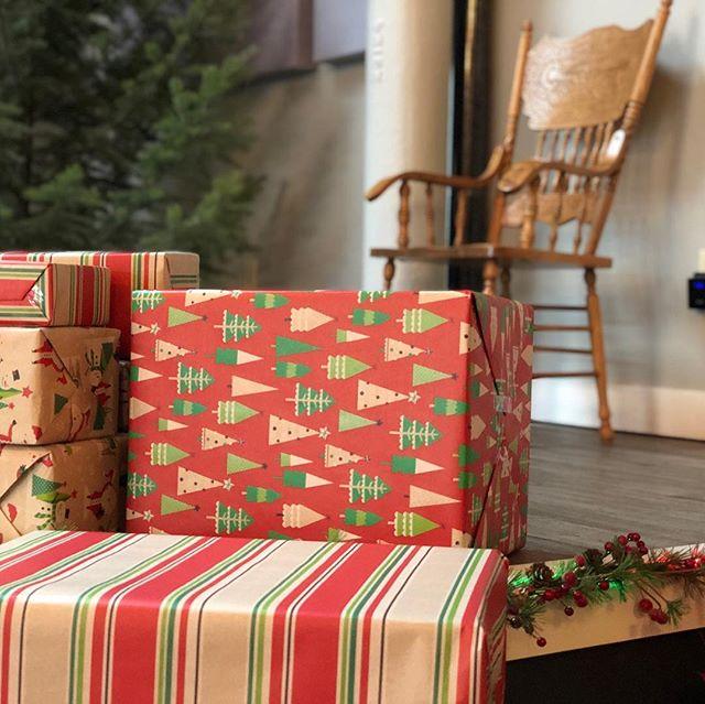 Setting up for Santa! Animal Wonders holiday open house today—c'mon down from 10:30-1:30. @animalwondersmontana #missoulapublichouse #publichousemissoula #christmastime #christmasiscoming #santaphotos
