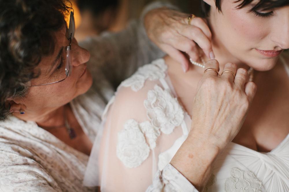 Chicago Wedding Photographer Mae Stier Heritage Prairie Farm Outdoor Romantic Wedding-026.jpg