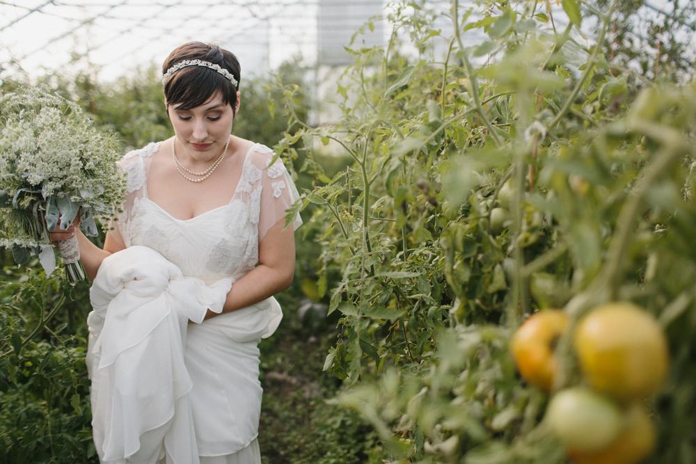 Chicago Wedding Photographer Mae Stier Heritage Prairie Farm Outdoor Romantic Wedding-048.jpg