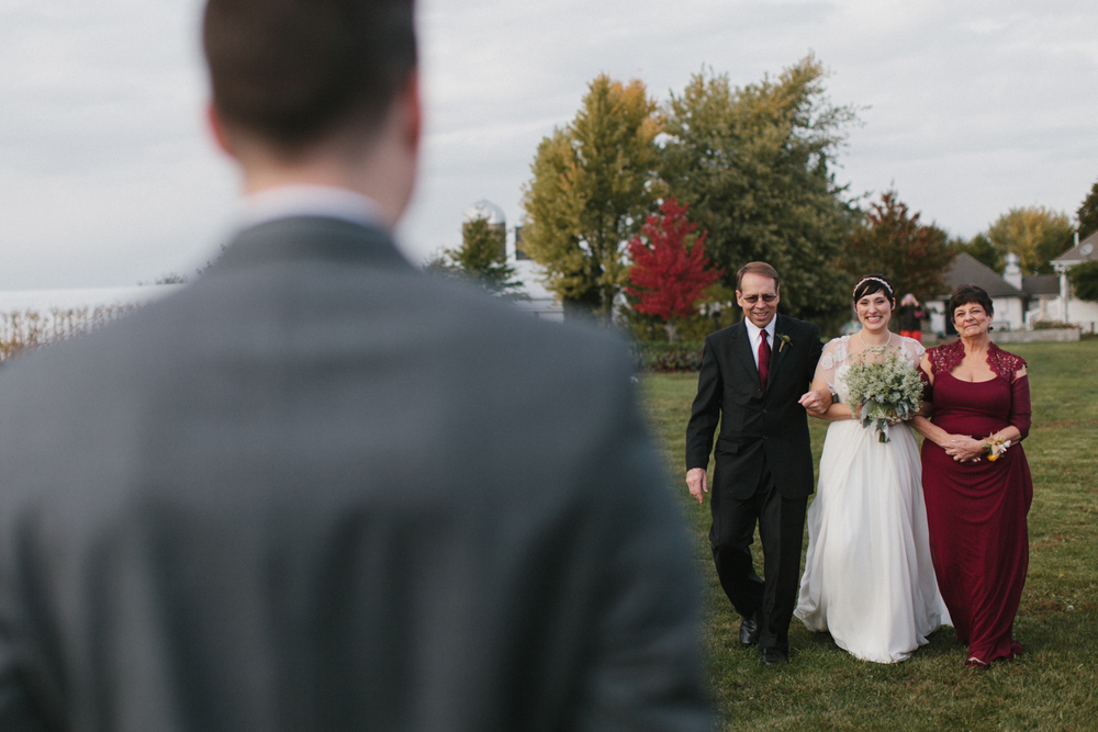 Chicago Wedding Photographer Mae Stier Heritage Prairie Farm Outdoor Romantic Wedding-051.jpg