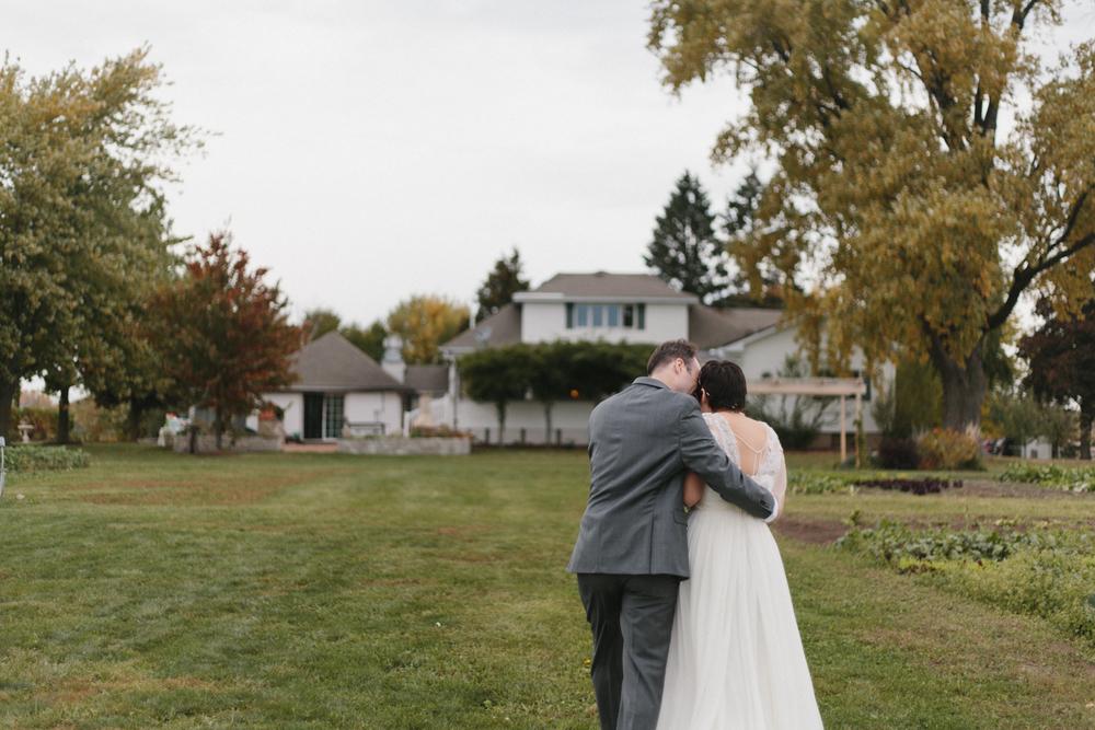 Chicago Wedding Photographer Mae Stier Heritage Prairie Farm Outdoor Romantic Wedding-060.jpg