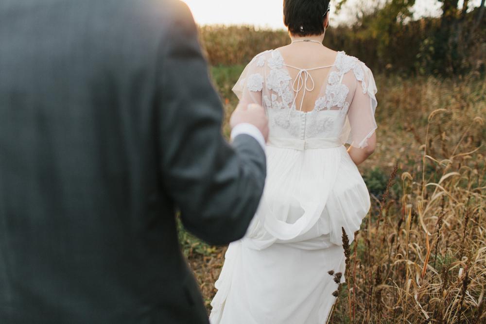 Chicago Wedding Photographer Mae Stier Heritage Prairie Farm Outdoor Romantic Wedding-066.jpg