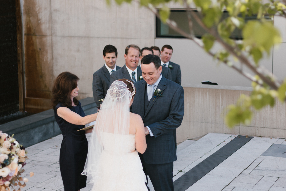 Grand Rapids Michigan Art Museum Wedding Michigan Wedding Photographer-027.jpg