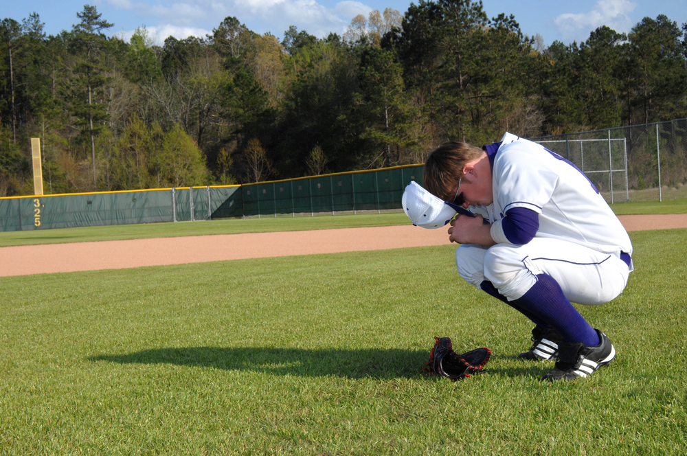 praying baseball player