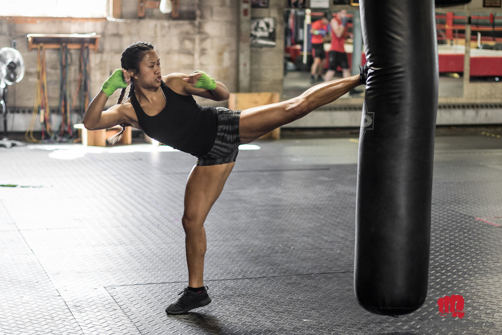 karate-girl-high-kick