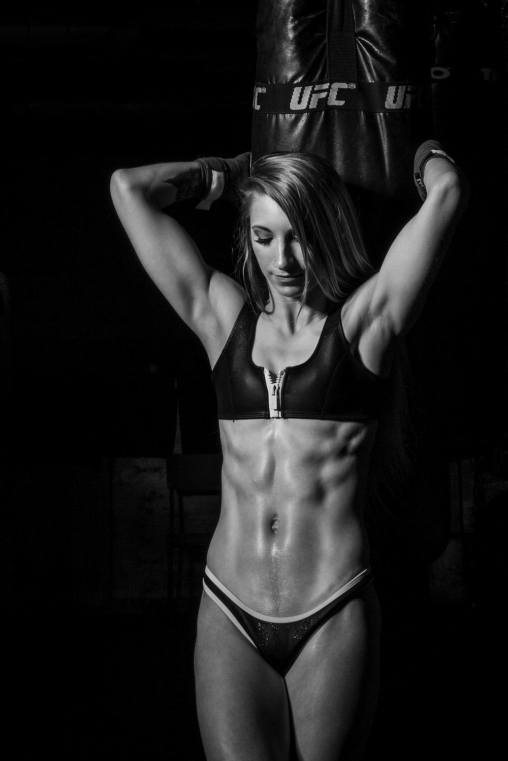 female-fitness-showing-abs.jpg
