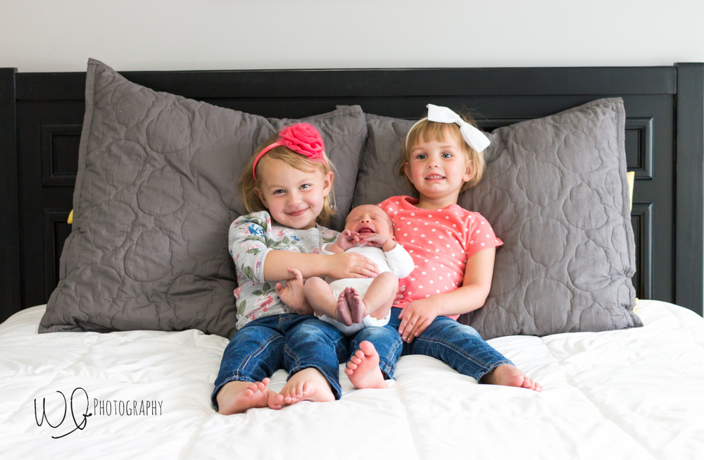 Lifestyle newborn photos with siblings