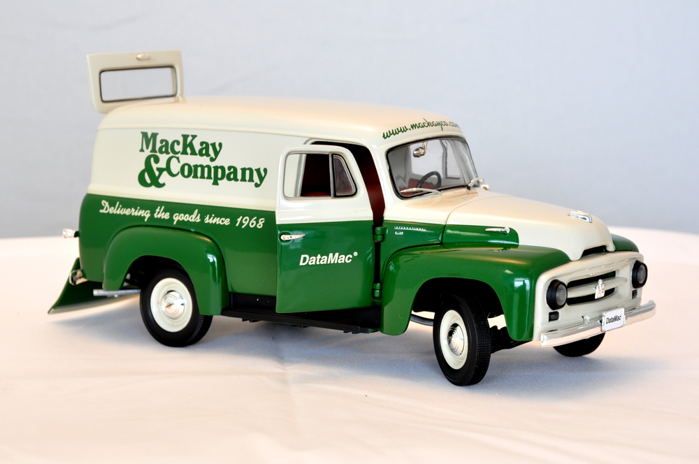 1953 INTERNATIONAL HARVESTER L-110 PANEL TRUCK