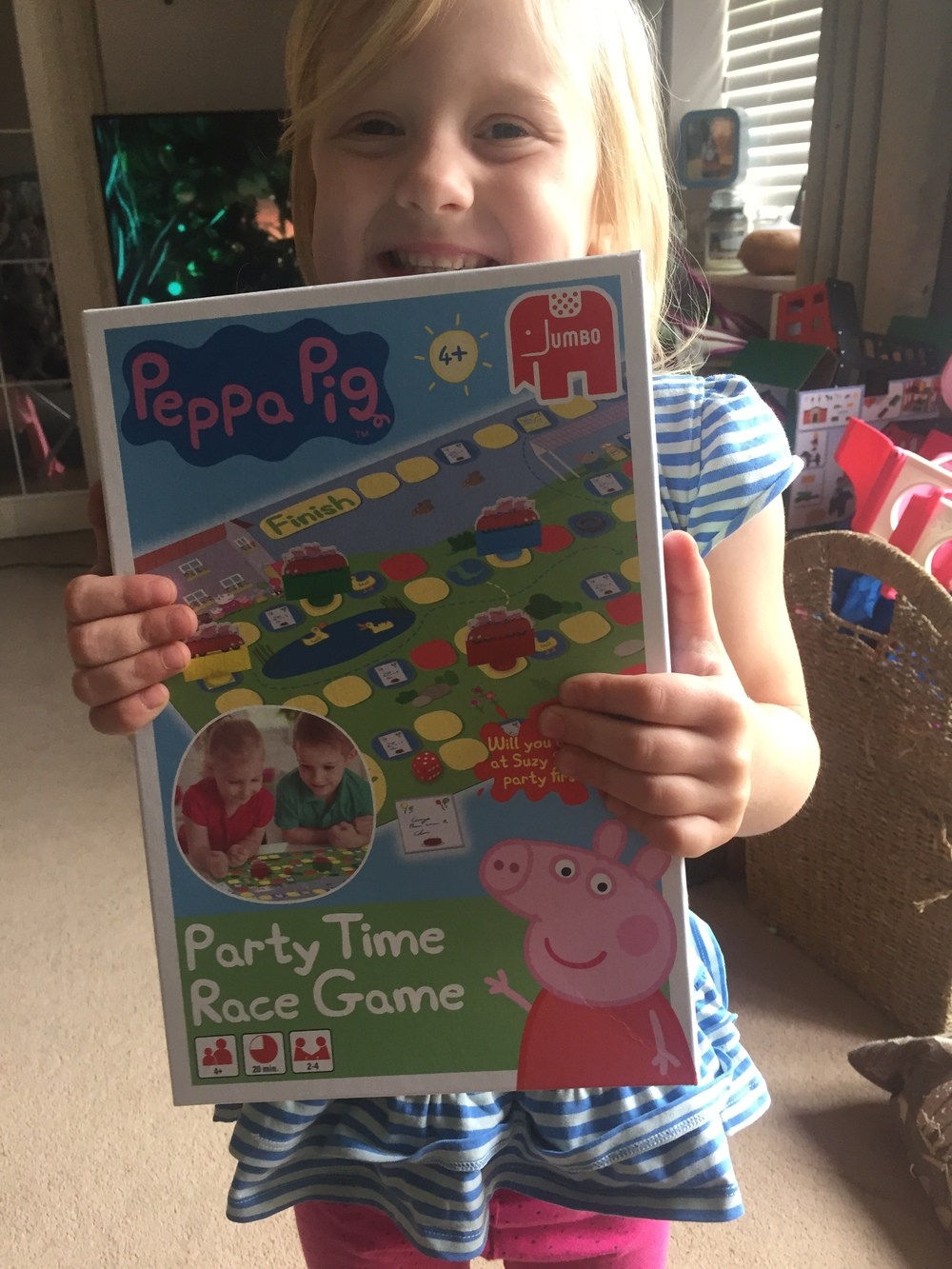 Summer loves Peppa Pig (what pre-schooler doesn't?!) so when we were invited to become part of the Offical Peppa Pig blogger team, we were super excited.  We were sent a huge box of Peppa Pig products to review, perfect for some school holiday fun. We've been trying them out the past couple of weeks playing and testing out all our new Peppa Pig products.