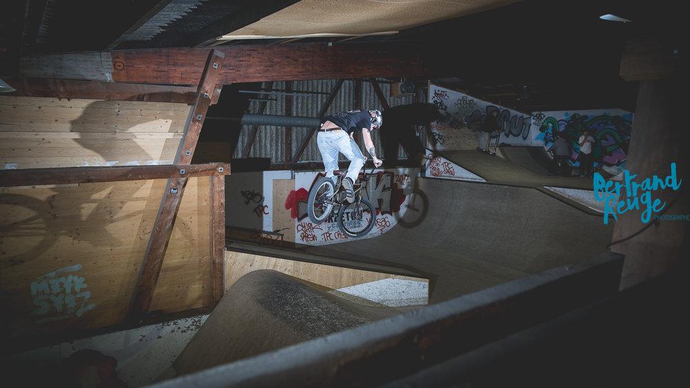 14210807-bike park lausanne.jpg
