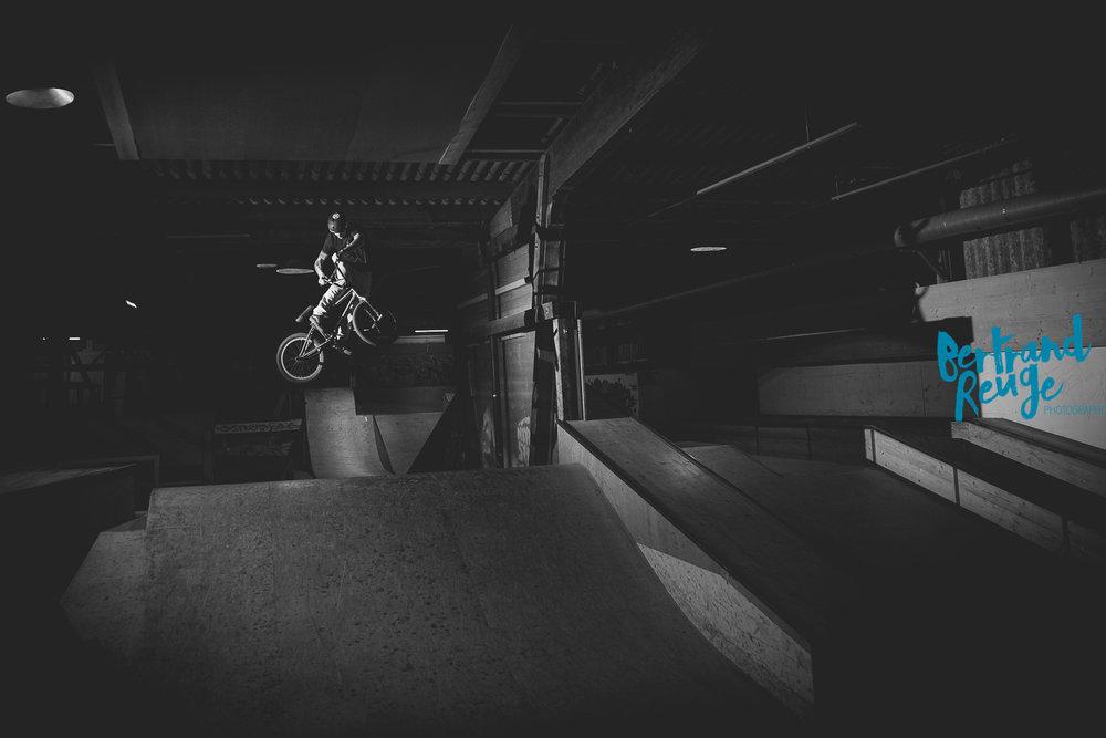 14220149-bike park lausanne.jpg