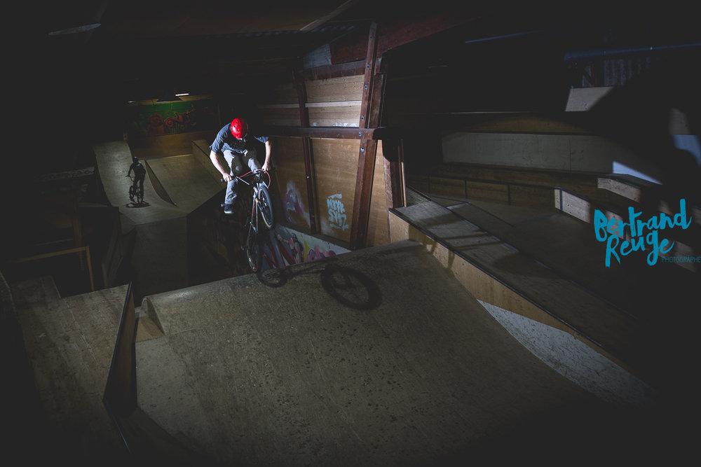 14220710-bike park lausanne.jpg