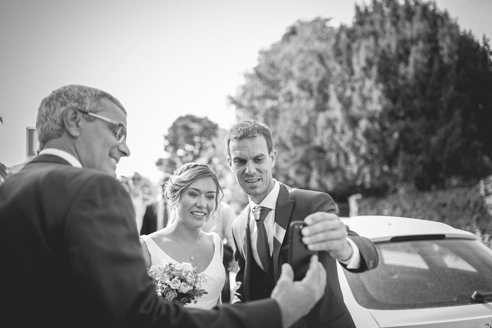 Arrivé des mariés à la mairie