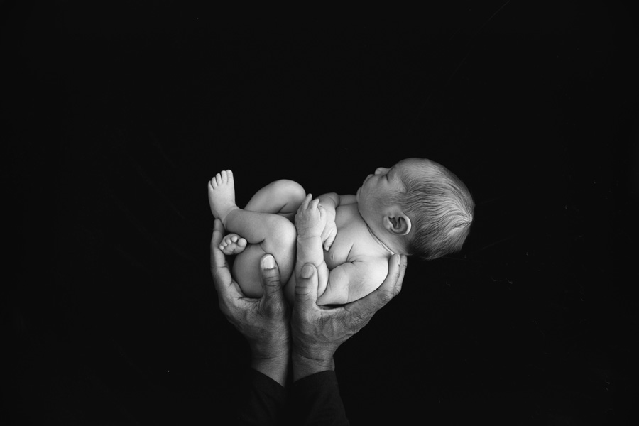 black-and-white-newborn-photography.jpg