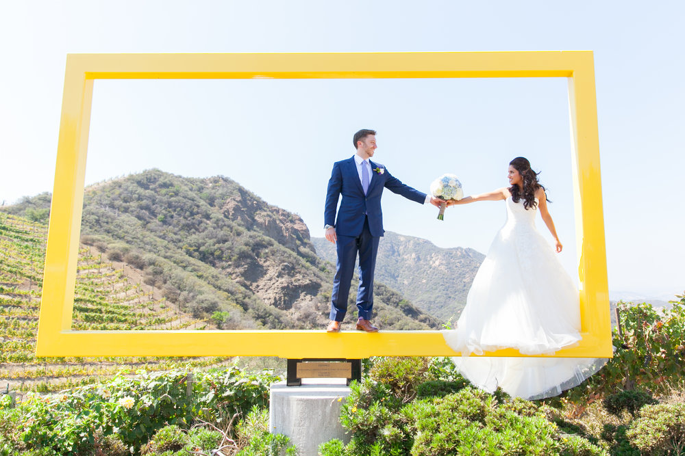 "<a href=""/nicole""><span style=""color:white;"">Nicole & David</span>→<strong>Saddlerock Ranch Wedding <br> Malibu, California </strong></a>"