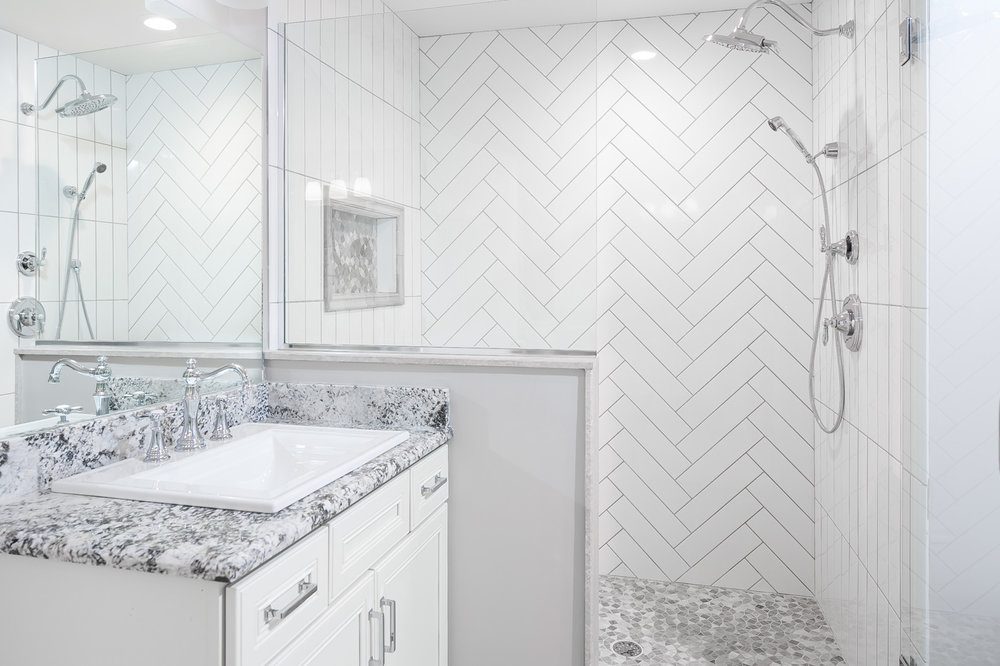 Master bath with dual showerheads and seat