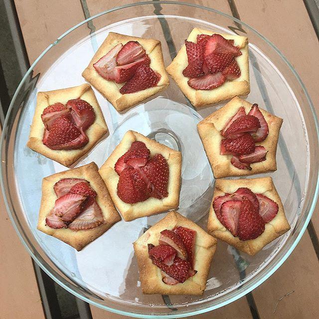 Strawberry Tarts from @shyol 🤤🍓