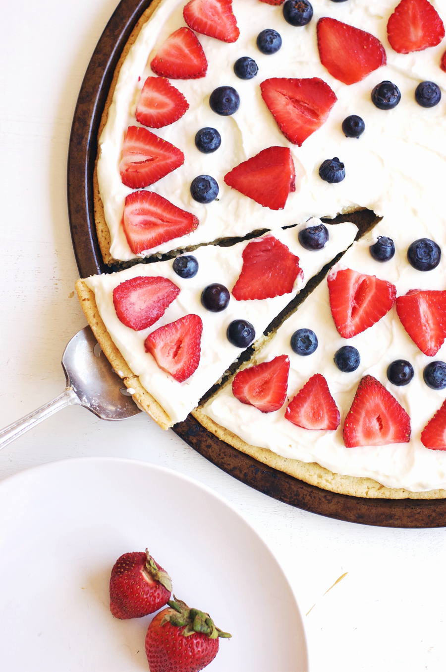 http://www.thebutterhalf.com/4th-of-july-berry-dessert-pizza/?utm_medium=social&utm_source=pinterest&utm_campaign=tailwind_tribes&utm_content=tribes