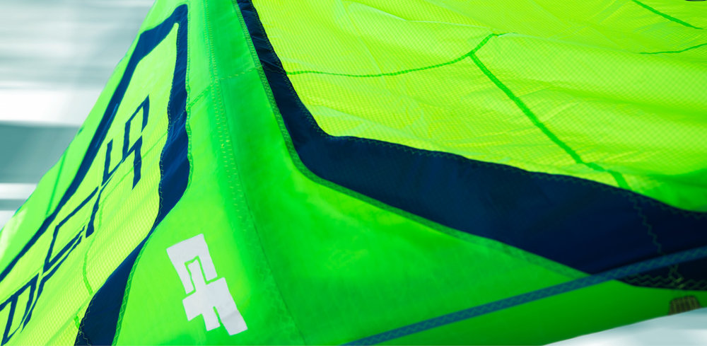 DACRON CANOPY COVERED STRUTS  To increase the rigidity, durability and performance of the kites, all struts are now covered and connected to a Dacron panel on the canopy which runs on the full length of the strut. This results in a more sturdy construction, more stable, and more reactive kite.