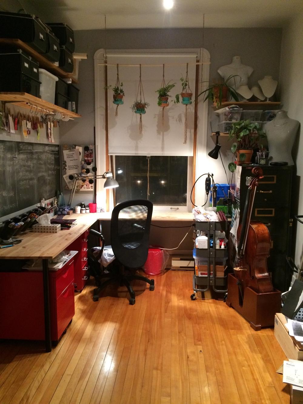 Voici mon Atelier et mon studio de pratique et d'enseignement... quand c'est à l'ordre!