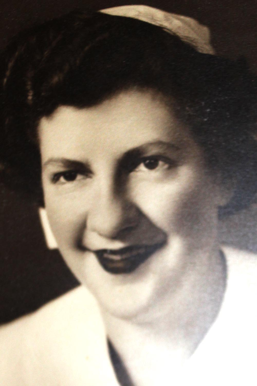 Jean Evans Nursing at Hutch during WW2.jpg