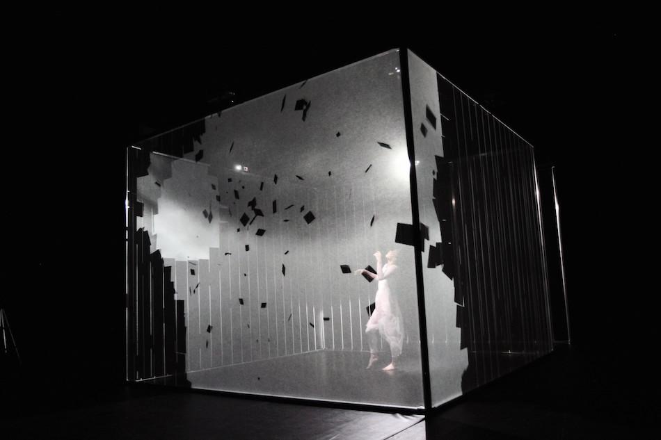 hakanai-dancing-performance-with-3d-mapping-thatsitmag3.jpeg