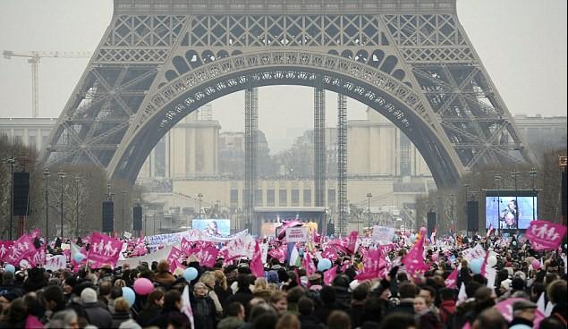 法國巴黎反對同性婚姻合法化的示威者