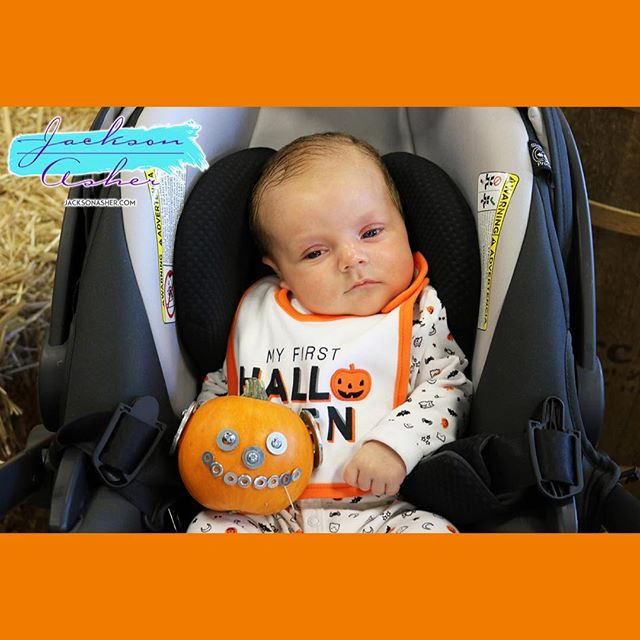 So proud of myself for making @thejacksonasher 'a first 🎃. Thanks @orchardsupply! #jacksonasher #pumpkin #halloween #baby #babyactor #babymodel #babycomic