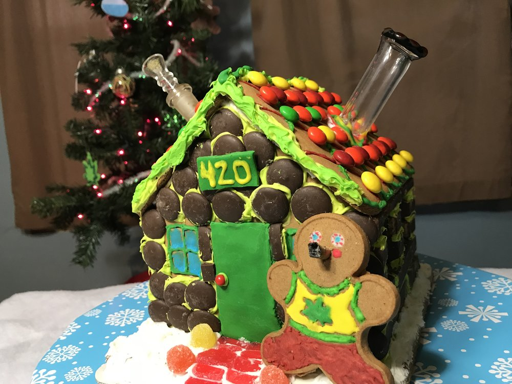 GINGERBREAD HOUSE PIPE