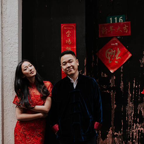 La sonrisa de Gigi y Tommy en su preboda por las calles de Shanghai.