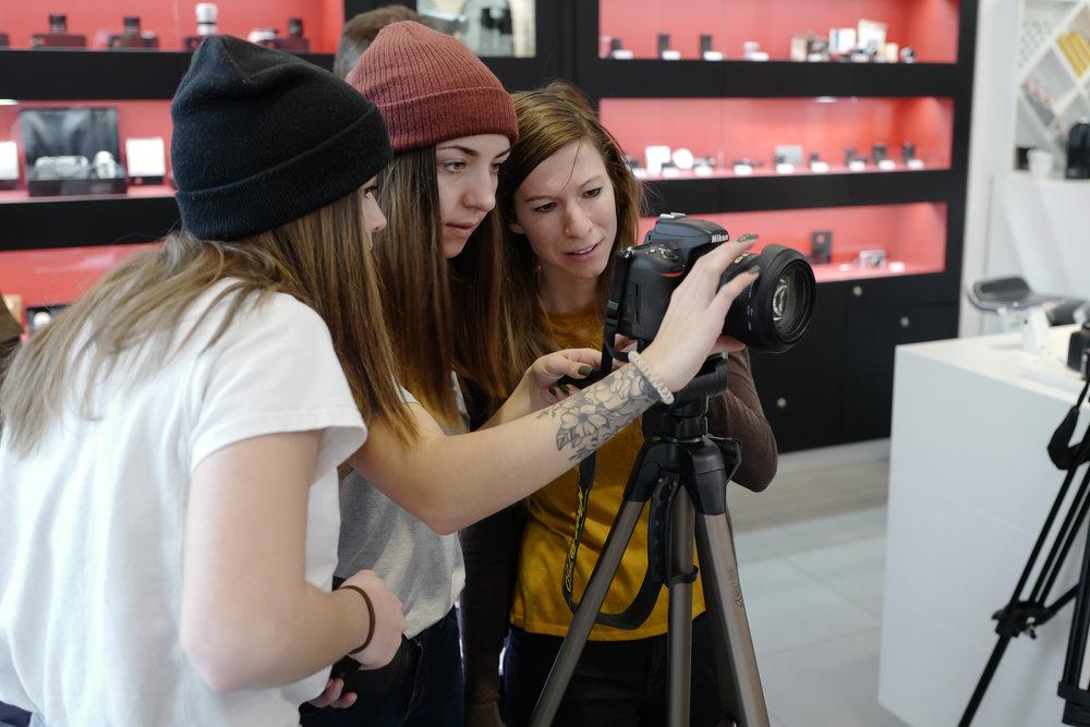 Christina Baier, Lena Sonntagbauer und Laura Graßegger der Ausbildung Fotografie, Film und Mediendesign der LIK Akademie für Foto und Design
