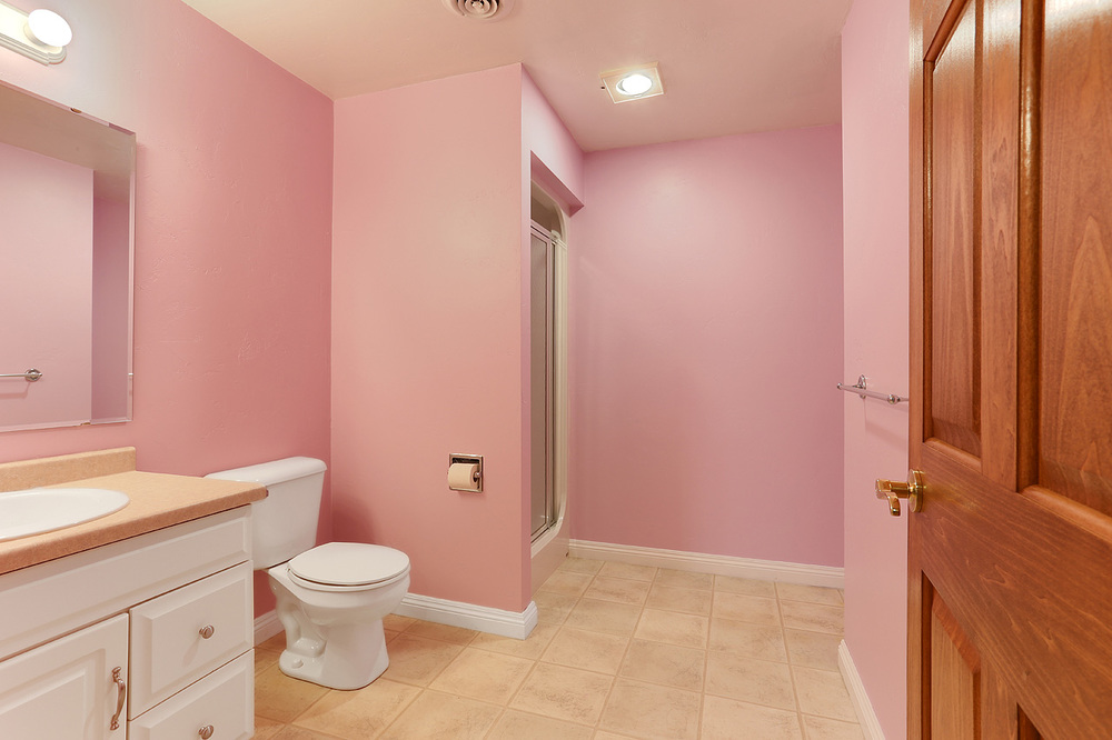 The David Kaster Team's bathroom photo!    Light & Bright! shows how large it really is!