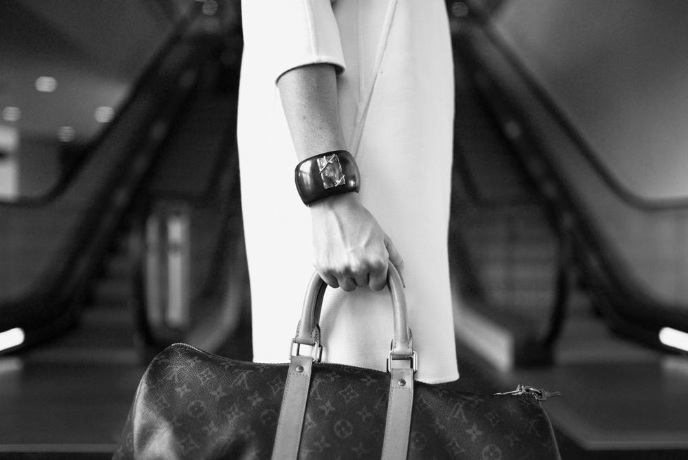 fashion-woman-cute-airportbw.jpg