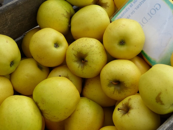 market-apples.JPG