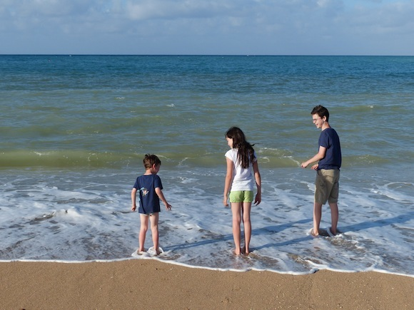 scopello-beach-kids.JPG