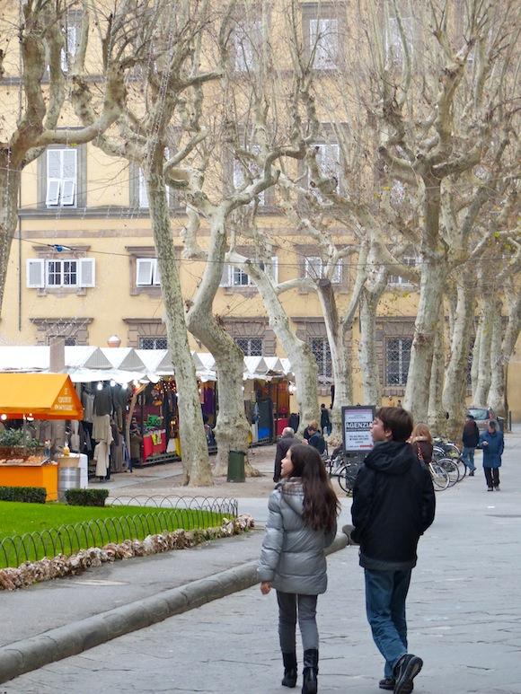 lucca-entering-piazza.jpg